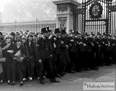 Beatlemania hits Buckingham Palace
